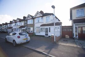 ** Wonderful large 5 bedroom house with 2 receptions available in Chadwell Heath RM6 **