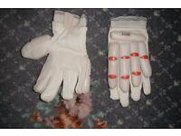 cricket gloves (boys ) new