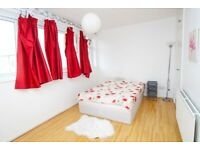 Spacious double room, perfect for couples, available right NOW! Cheap LOW deposit!