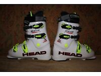 Junior HEAD ski boot in excellent condition. Size 25.0/25.5 (39 or 40; UK 6 – 6.5)