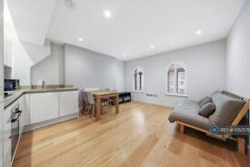 3 bedroom flat in Holloway Road, London, N7 (3 bed) (#1052576)