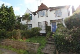 43VR - Spacious FOUR BED HOUSE (Semi Detached) Family Home in Finchley, N3