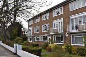 Neutrally Decorated Two Bedroom Maisonette Close To Strawberry Hill Station