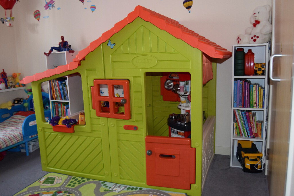 Ordinaire Smoby Playhouse With Play Kitchen And Lots Of Accessorizes
