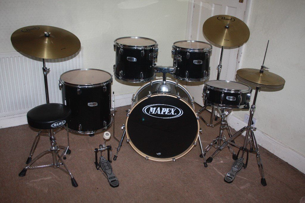 Mapex V Series Black 5 Piece Full Drum Kit (22  Bass) + Stands & Mapex V Series Black 5 Piece Full Drum Kit (22