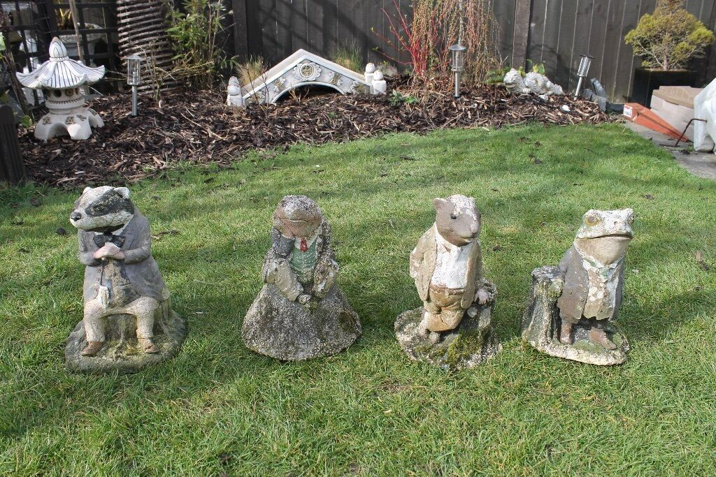 Charmant 4 Very Old Wind In The Willows Garden Figures.