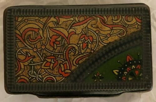 ANTIQUE LACQUER SNUFF BOX