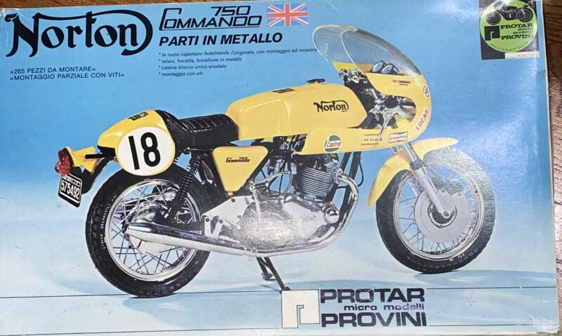Norton 750 Commando 1:9 Motorcycle Model Italian