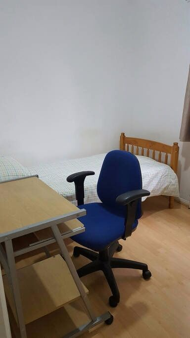 Single Room available for Single Professional or Student in Beckton, London E6 5UH