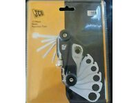 JCB 17 piece multi function hand tool