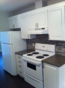 3 Bedroom Townhouse (Check out photos!) + $400 Signing Bonus!!