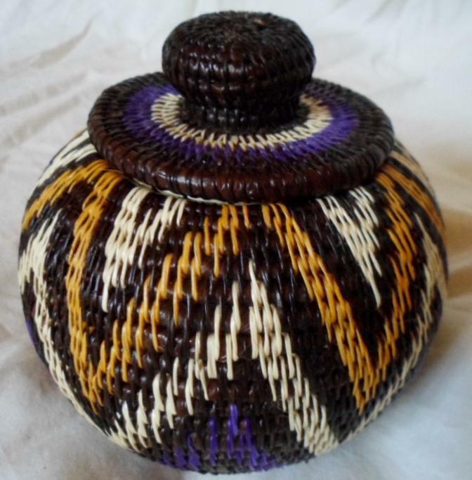 Wounaan Embera Woven Classic Design Basket w/ Top-Panama 21010829mm