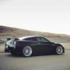 2010 Nissan GT-R Coupe (2 door)