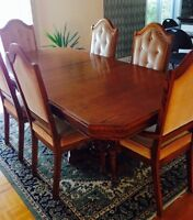 Beautiful Wood Dining Table----GREAT CONDITION!!!