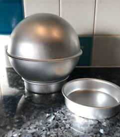 Ball-shaped cake tin