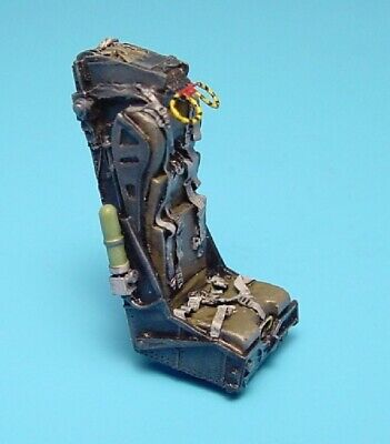 AIRES 4233 M.B. Mk 4BS ejection seat for later F3H-2 Demon Scale 1/48