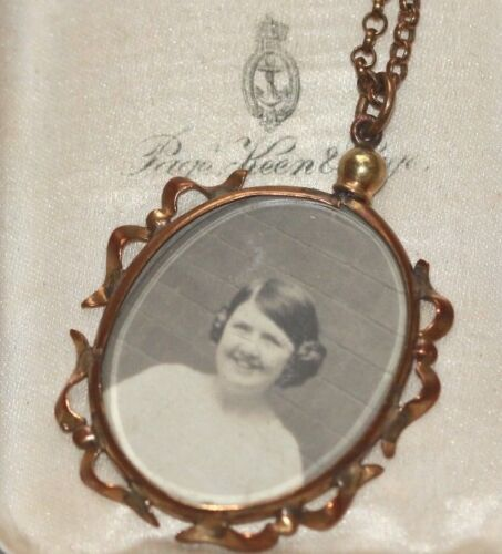 Edwardian rolled gold pendant photo locket ribbon edge antique chain necklace