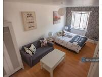 1 bedroom in Fountain Place, London, SW9