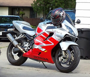 Red and silver cbr600f4i Windsor Region Ontario image 1