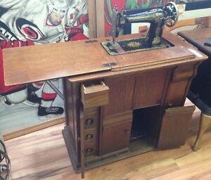 Antique Quarter Cut Oak Singer Sewing Machine and Cabinet