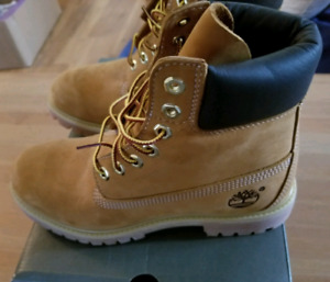 Timberland Leather Waterproof Boots NEW IN BOX Sz 7 Men, 9 Women