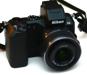 Nikon 1 V2 mirrorless  camera 10-30mm VR lens Sht/Cnt 3249Nikon