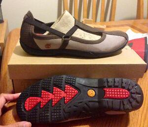 Women's Timberland Sandals (8.5) & Helmet(Small,55-57cm) -NEW