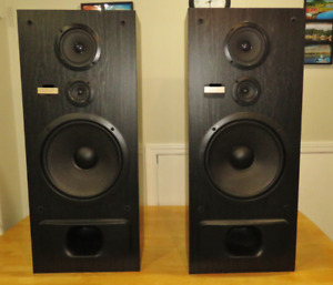 Pioneer 150 Watt 3-Way Ported Tower Speakers. MINT!