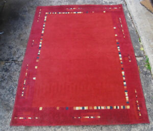 Small Red 4' X 5' Area Rug in very good clean condition
