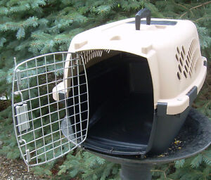 Cat carrier. Nice condition. Near Chinook