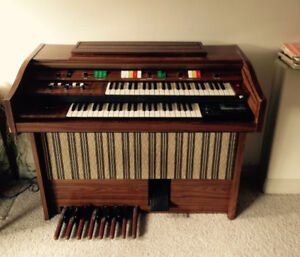 Electric organ East Hill Vernon