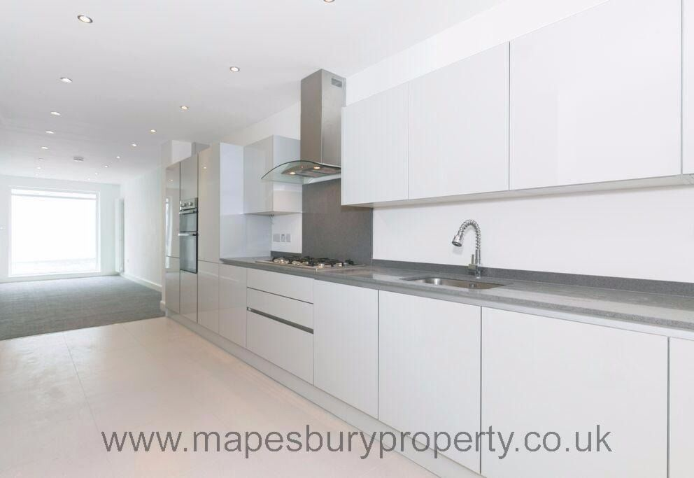 Hendon - 3 Bedroom Flat - Ideal for Sharers - Near Hendon Station and Local Amenities -Available Now
