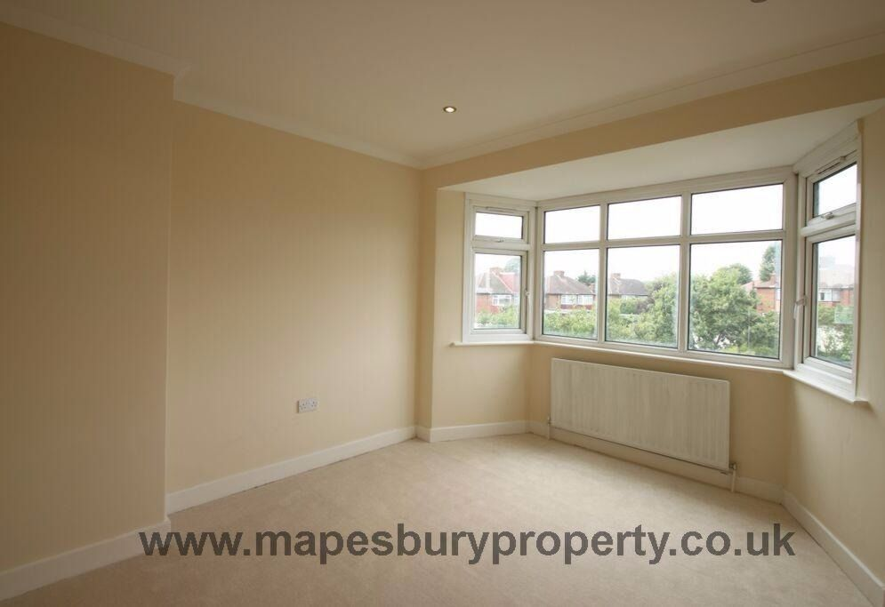 4 BEDROOM HOUSE TO RENT IN kINGSBURY PRIVATE GARDEN & OWN DRIVEWAY AVAILABLE NOW