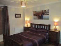 Lovely double room available in 9 Elms / Battersea