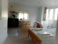 An amazing studio apartment, 19 mins to Central London by train and walking distance to Kingston