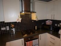 Beautifully Presented 3 Bed Flat / Private Balcony / Stratford - ZONE 2 / Available 20th Dec !!!