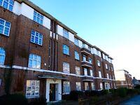 2 bedroom flat in Windsor Court, Golders Green Road, Golders Green, NW11