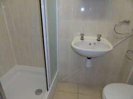 Double room wit en-suite shower, bills included.