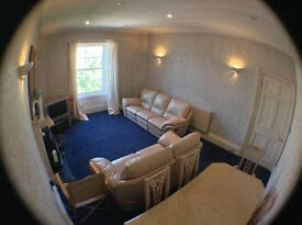 Spacious 3 bedroom City Centre Flat, Suit Students, Leopold Place, top of Leith Walk - £1470 ALL INC