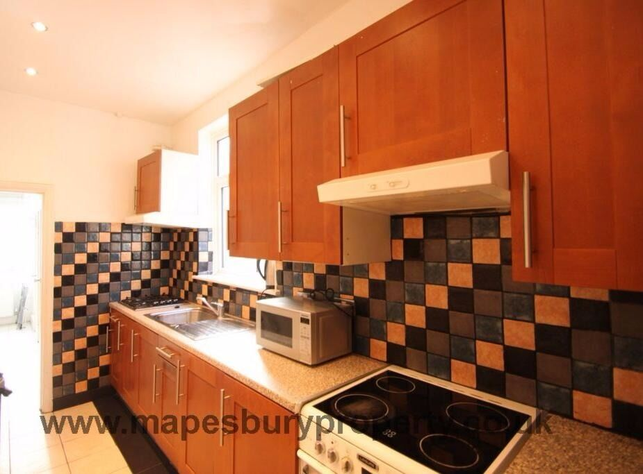5 bed HOUSE available in Mount Pleasant Rd. Near to ICMP in NW10. Ideal for students.