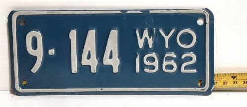 WYOMING - 1962 motorcycle license plate - very nice all original glass on blue