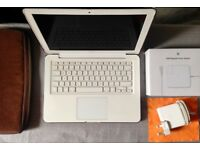 Used MACBOOK White in impeccable conditions!