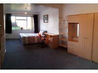 Super MASSIVE double room in Headington - available 1st September