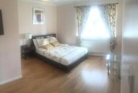 Large double room to rent in Langley