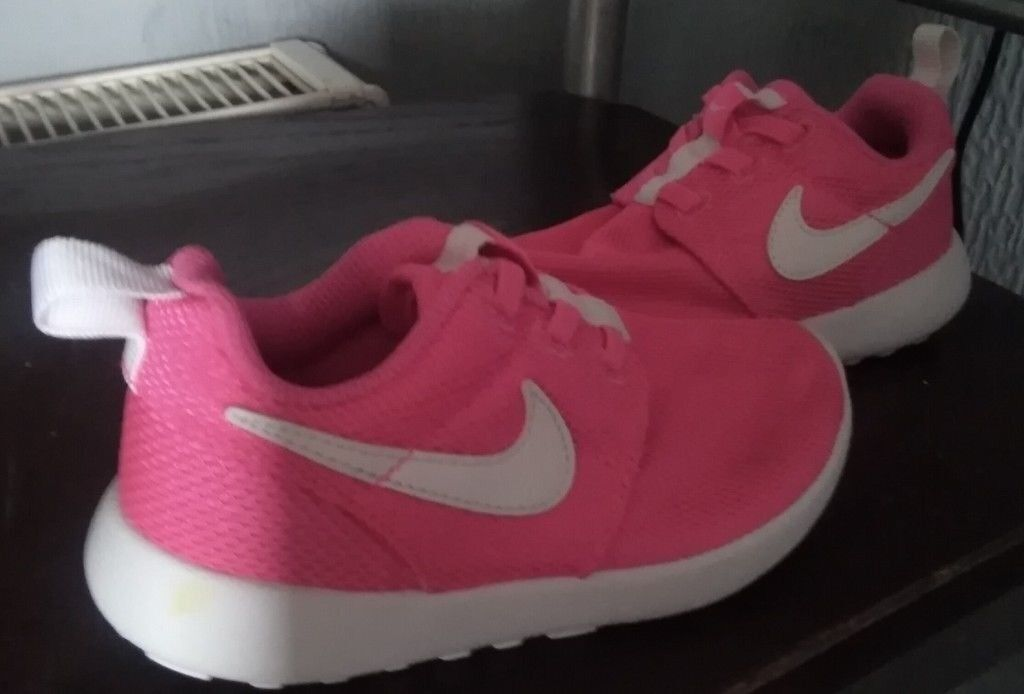 little girls nike trainers NEW NEVER WORN size 8.5