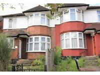 3 bedroom flat in Princes Park Avenue, Golders Green Road NW11