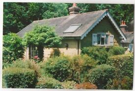 EAST GRINSTEAD Charming Character Cottage to let semi rural area open plan 1 bedroom offroad parking