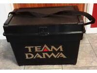TEAM DAIWA FISHING SEAT / TACKLE BOX