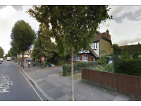 Lovely spacious one bed flat available in Ealing. HB and DSS accepted.