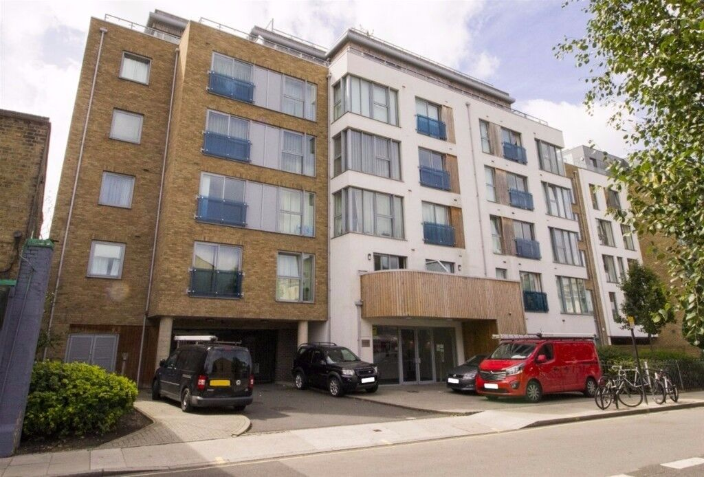STYLISH 2B2B ,INTEGRATED KITCHEN, MASTER ENSUITE IN GOOCH HOUSE, GLENTHORNE ROAD, HAMMERSMITH DF244
